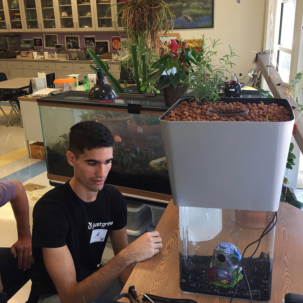 UT Alumni Create Sustainable Fish Tank